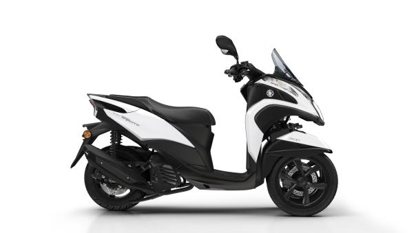 2016-Yamaha-Tricity-155-EU-Milky-White-Studio-002